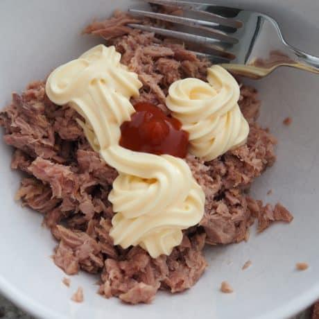 mix tuna with sriracha with mayo
