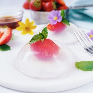 japanese strawberry raindrop cake